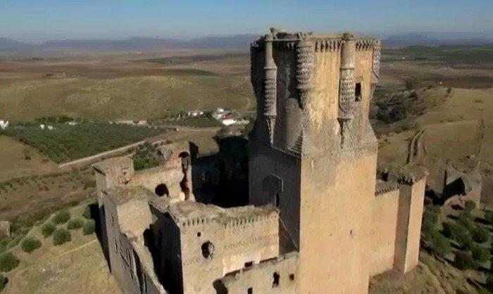 visitas-al-castillo-belalcazar-patio-torre