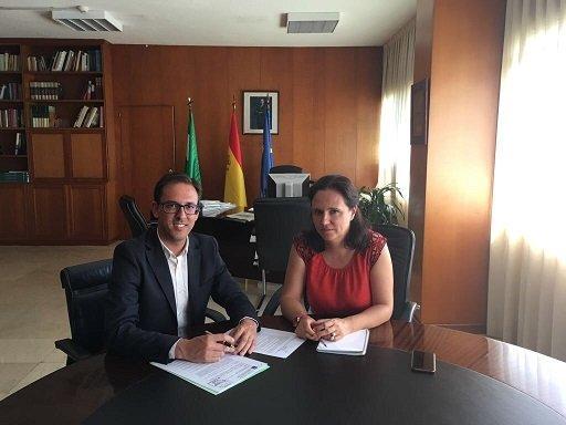 santiago-cabello-y-delegada-fomento-infraestructuras