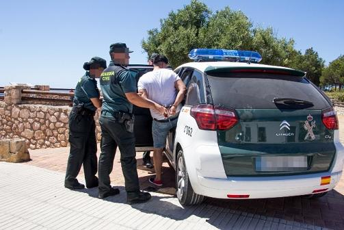 guardia-civil-penarroya-delicuente