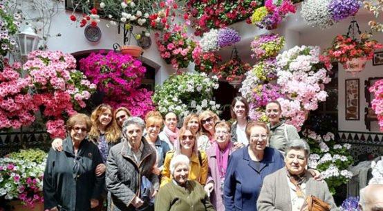 mayores-jesus-nazareno-hinojosa-visitan-patios