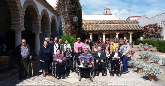mayores-jesus-nazareno-hinojosa-visitan-patios-2
