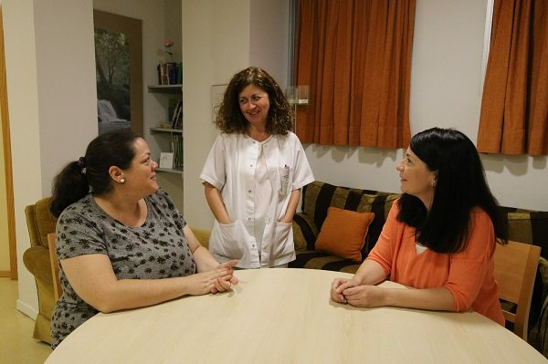 mas-900-mujeres-hotel-madres-reina-sofia-vinculo-bebe