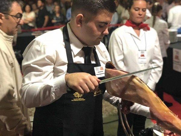 pozoalbense-alejandro-gonzalez-mejor-cortador-jamon-iberico