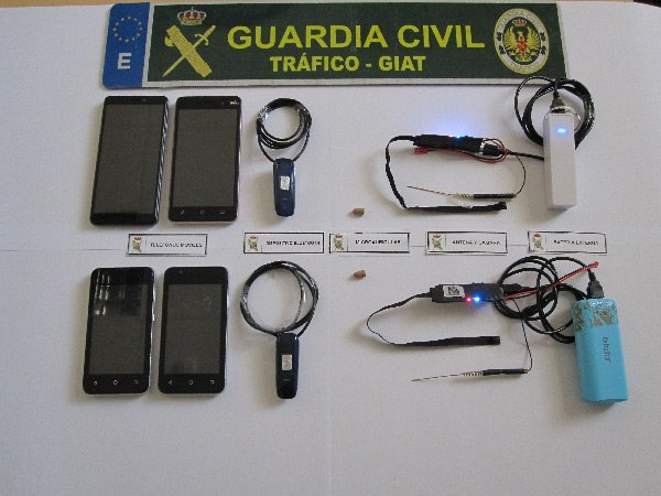 guardia-civil-copiando-examen-permiso-conducir
