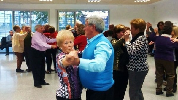 hospital-reina-sofia-recuerda-baile-prevenir-trombosis