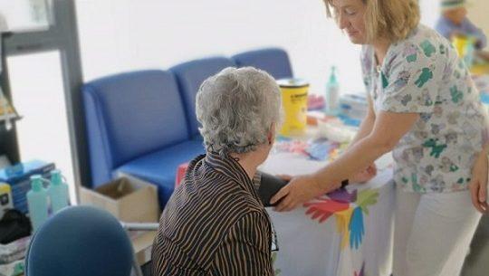manos-cuidan-semana-la-enfermeria-area-sanitaria