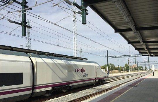 tren-no-para-viajeros-estacion-pedroches-anden