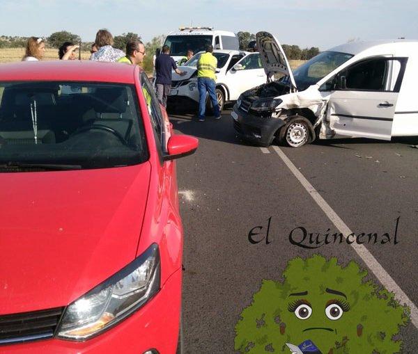 colision-4-vehiculos-la-carretera-villanueva-del-duque-y-fuente-la-lancha