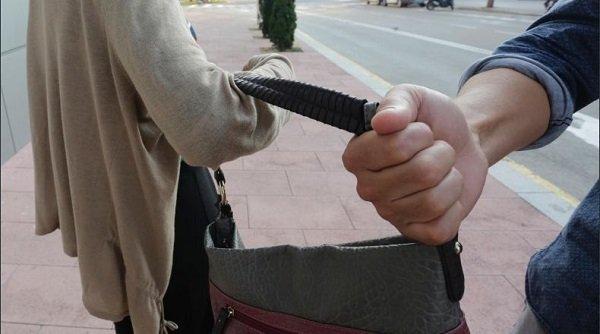 Detenido un vecino de Hinojosa por robar por el procedimiento del tirón