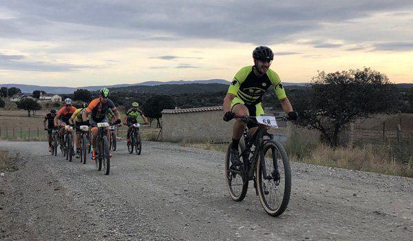ciclistas-de-la-anora-bikend-por-caminos-de-los-pedroches