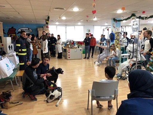 bomberos-consorcio-provincial-visitan-ninos-ingresados