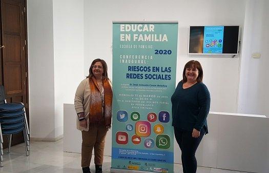 escuela-familias-pozoblanco-conferencia-riesgos-redes-sociales