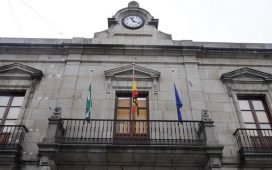 banderas-ayuntamiento-pozoblanco-ondean-a-media-asta-fallecidos-coronavirus