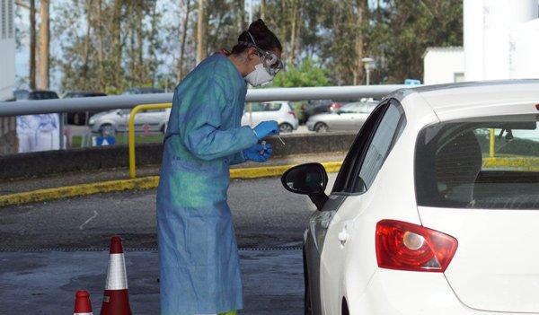test-coronavirus-sin-bajarse-del-coche-a-sanitarios