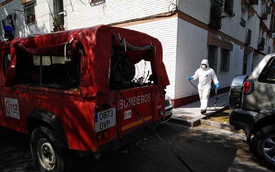 entorno-residencias-alcaracejos-desinfectado-bomberos-del-consorcio
