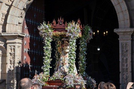dos-meses-despues-vuelve-patrona-hinojosa-catedral-sierra