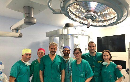 hospital-reina-sofia-primera-vez-andalucia-cirugia-robotica-cancer-laringe