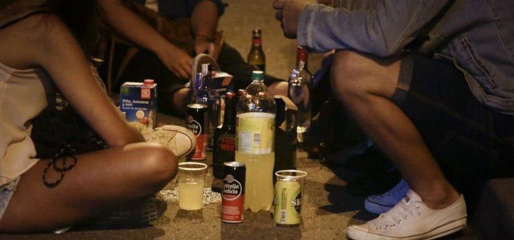 prohibido-botellon-en-toda-andalucia-insalubre-nocivo-y-peligroso