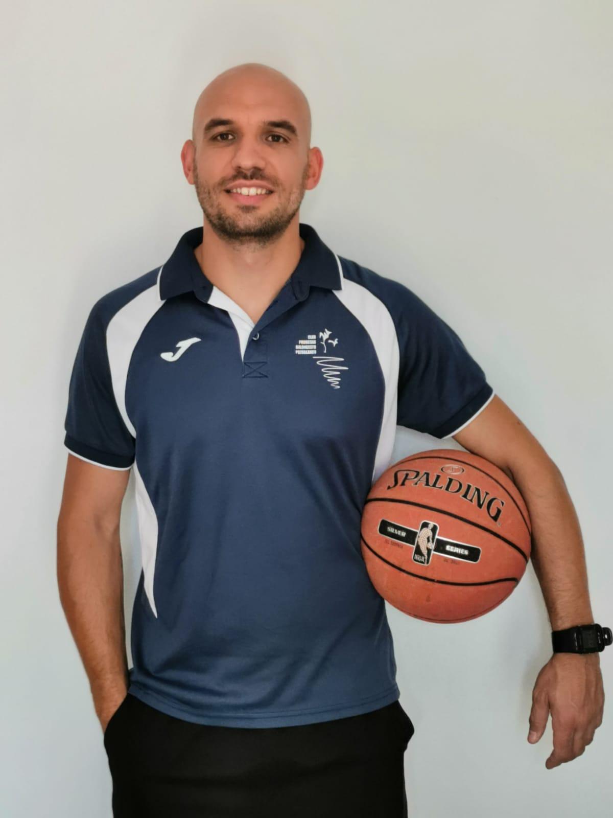 juan-pedro-cejudo-entrenador-equipo-senior-baloncesto-promesas-pozoblanco