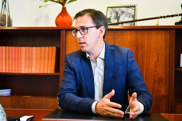 alcalde-denuncia-ofensiva-gobierno-central-para-quedarse-con-8-millones-de-euros-de-los-pozoalbenses