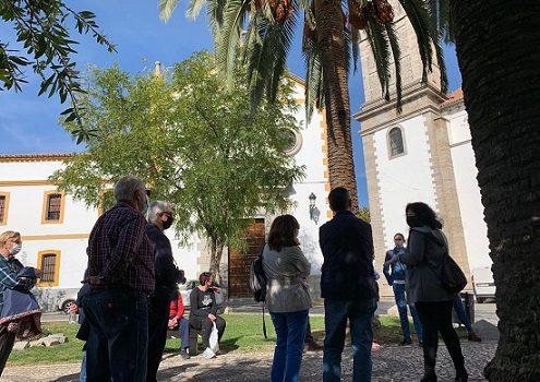 veintena-turistas-recorren-pozoblanco-visita-ayuntamiento-club-patrimonio