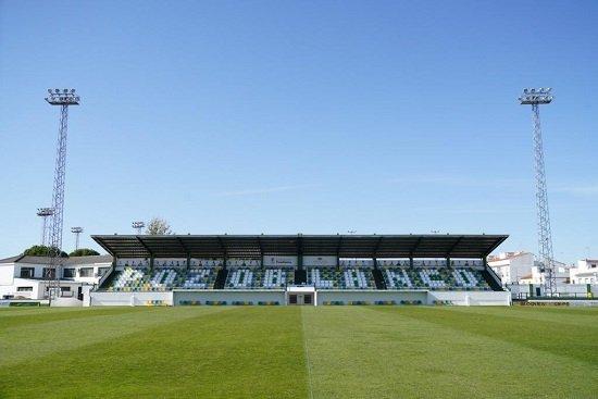 reformada-tribuna-estadio-municipal-futbol-pozoblanco