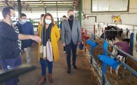 consejera-agricultura-visita-dos-torres-pide-ministerio-rectificar-decreto-de-la-pac-acabar-recortes