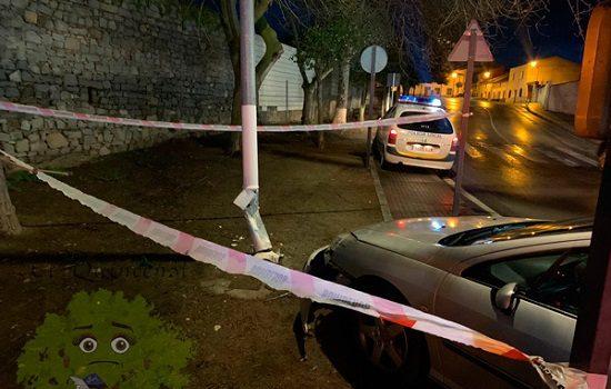 herido-al-colisionar-vehiculo-contra-farola-pozoblanco