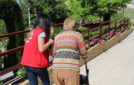 cruz-roja-acompana-200-mayores-provincia-vacunarse-covid