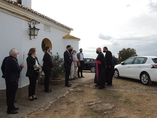 el-obispo-declara-santuario-la-ermita-ntra-sra-de-la-antigua-hinojosa