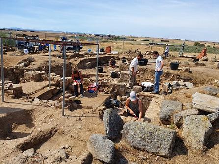 una-losa-funeraria-descubierta-en-yacimiento-de-anora-la-losilla-revela-texto-unico-hispania-occidente-latino