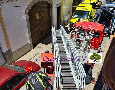 mujer-hinojosa-evacuada-bomberos-traslado-hospital-los-pedroches